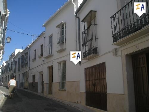 4 Bedroom Town House in Estepa