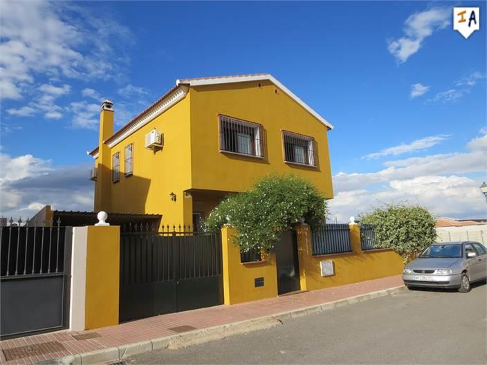 4 Bedroom Town House in Humilladero