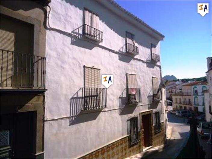 6 Bedroom Town House in Cuevas de San Marcos