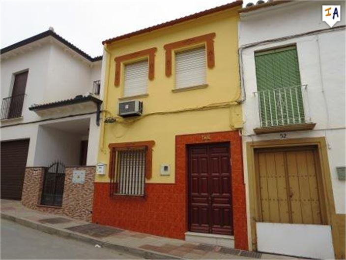 4 Bedroom Town House in Cuevas de San Marcos