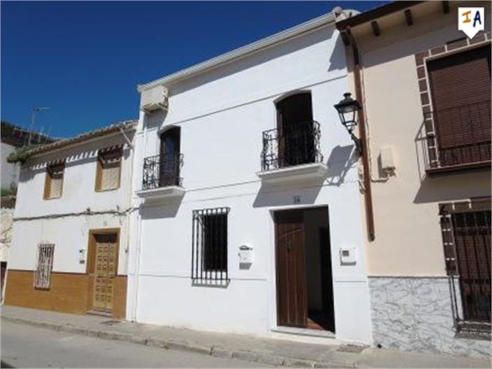 4 Bedroom Town House in Cuevas de San Marcos