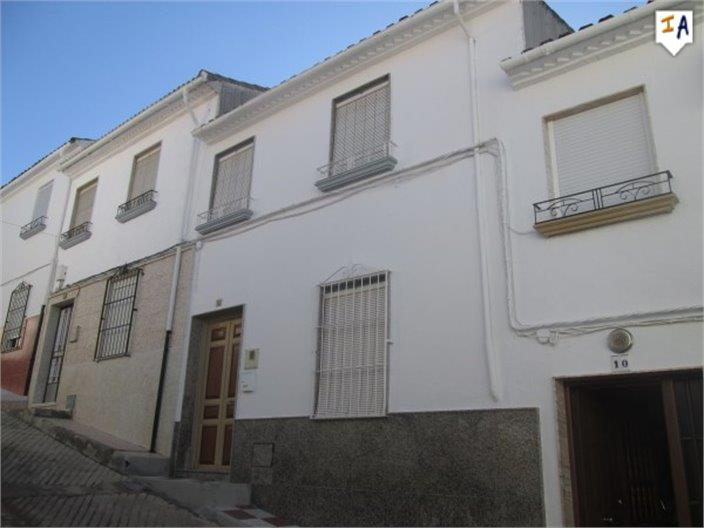 3 Bedroom Town House in Castillo de Locubin